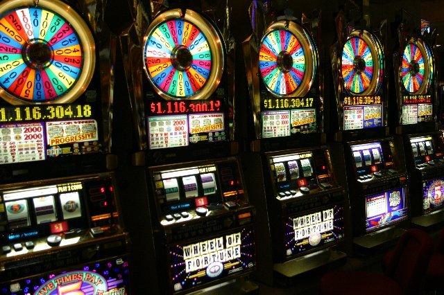 Снимайте свои выигрыши просто в автоматах Вулкан