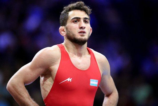 Рашидов принес очередное золото в копилку России на чемпионате Европы по вольной борьбе