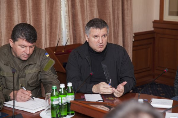 Аваков похвастался первой поставкой вооружения из США