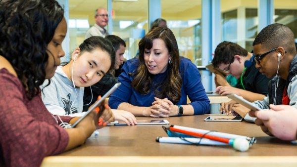 Apple разрабатывает уроки программирования для слепых и глухих студентов
