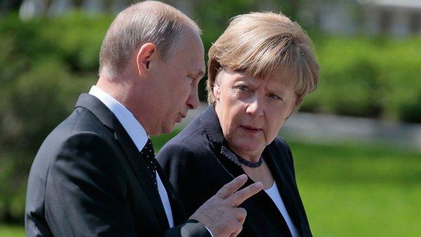 Меркель пообщалась с Путиным и Медведевым на русском языке