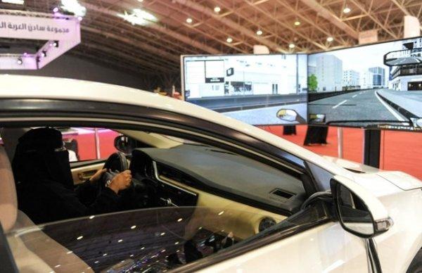 В Саудовской Аравии арестовали девушек-активистов, которые хотели сесть за руль авто