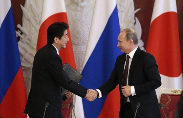Премьер-министр Японии намерен встретиться с лидером России для обсуждения мирного договора