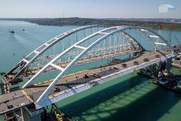 На Украине пообещали наказать блогера за поездку по Крымскому мосту