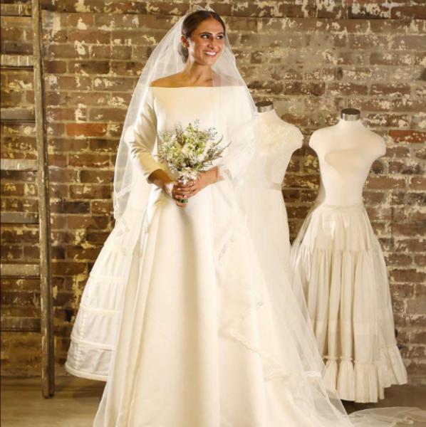 Свадебное платье Меган Маркл повторили за 10 часов и сделали в 511 раз дешевле оригинала