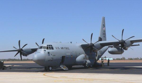 С-130 пролетел в метре над солдатами Саудовской Аравии