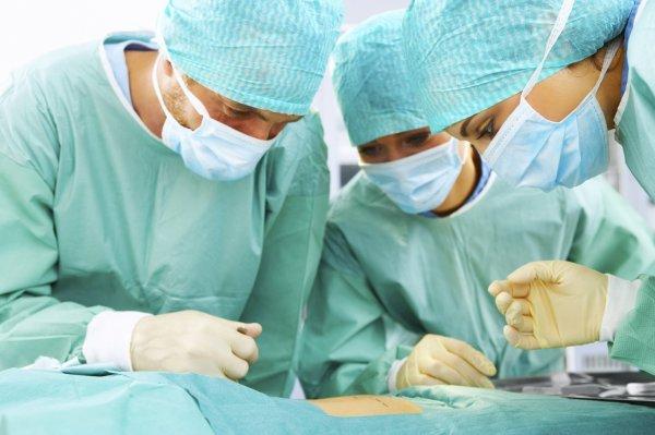 Во Франции хирурги успешно трансплантировали трахею
