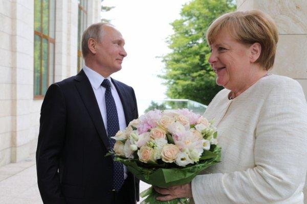 Яровая дала комментарий об «оскорбительном» букете Путина для Меркель
