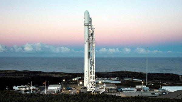 SpaceX внезапно отложила запуск ракеты-носителя Falcon 9 со спутниками