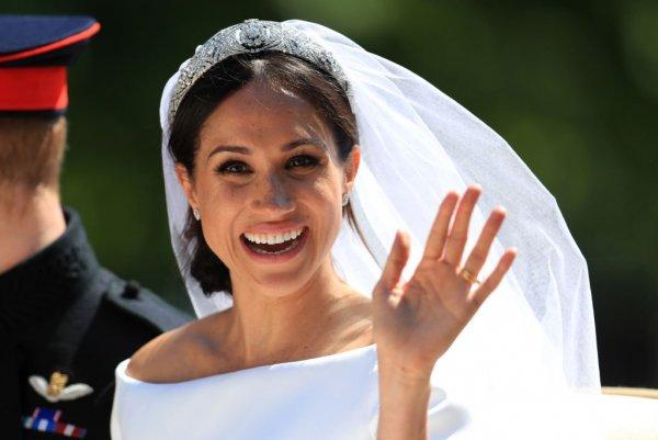 Сводная сестра Меган: Мать Маркл наживается на королевской свадьбе
