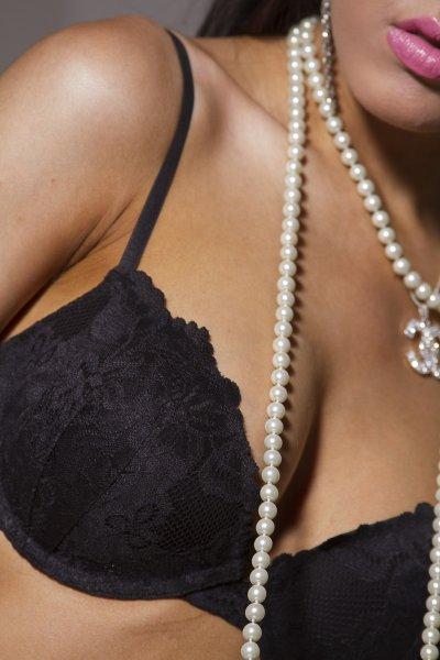 Эксперты определили размер груди самых счастливых женщин