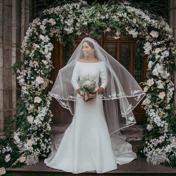 В Ирландии спустя два дня после свадьбы воссоздали платье Меган Маркл