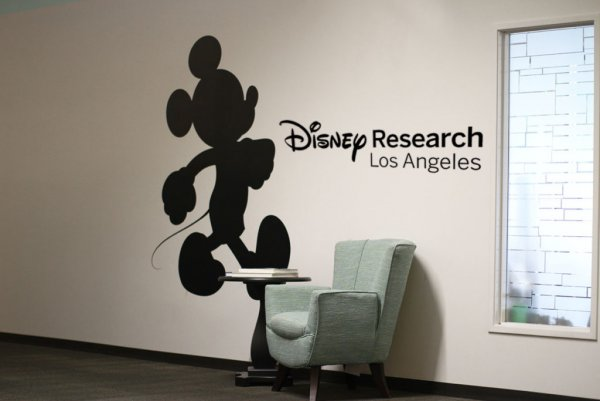 Робота от Disney научили делать сальто назад
