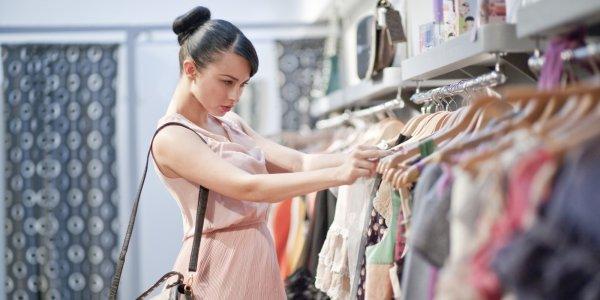 Где лучше покупать одежду на рынке или в магазине