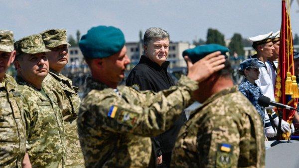 РФ призвали принять на службу уволенных Порошенко феодосийских морпехов