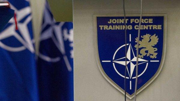 В НАТО назвали Россию главным источником напряженности в Европе