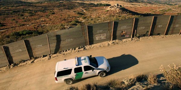 На американо-мексиканской границе расстреляли иммигранта