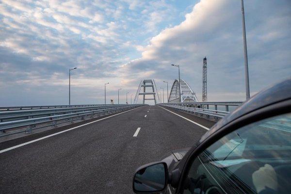 В Интернете гости Крымского моста устроили флешмоб