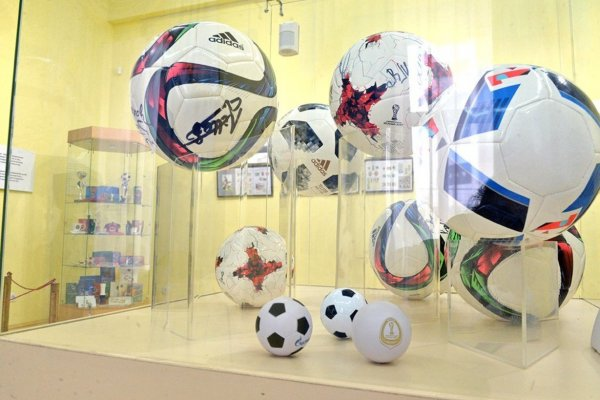 Мяч с автографом Десайи стал частью экспозиции музея в Екатеринбурге