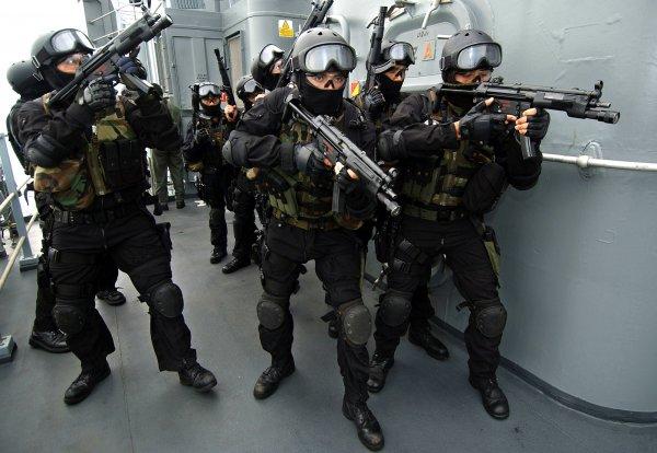 Бойцы Росгвардии и полиции получат электрошоковые щиты