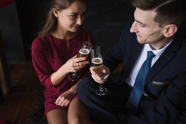 Ученые определили наиболее эффектную позу на свиданиях