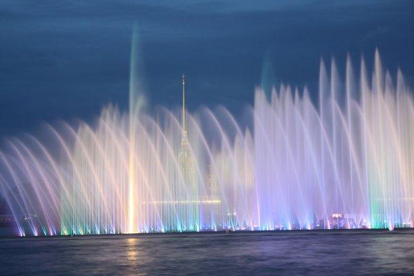 Жительница Брянска исполнила стриптиз в новом фонтане
