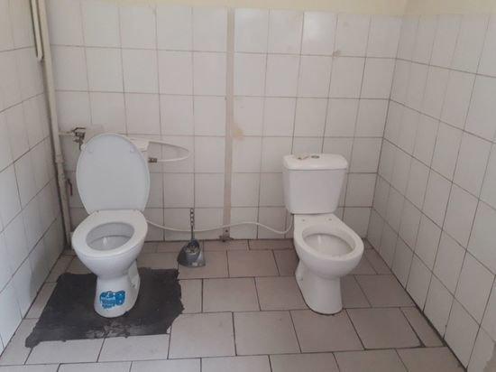 Снимок спаренного туалета в СБУ Львова «взорвал» Сеть