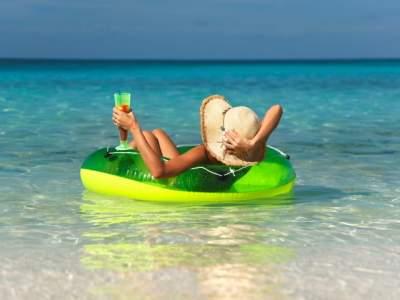 Диетолог рассказал, как сохранить фигуру во время отпуска