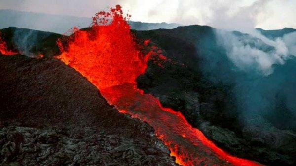 Поток лавы на Гавайях приблизился к геотермальной электростанции