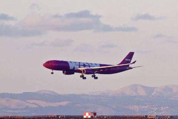 Эксперты рассказали об опасности рассаживания семей на борту самолета