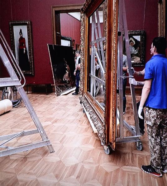 В Сети появились снимки поврежденной картины Репина