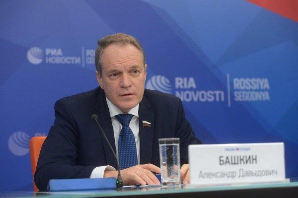 Астраханского сенатора осудили за высказывание про лоукостера «Победа»