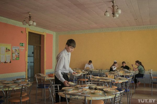 Прокуратура Омска проверила школу, где дети должны питаться в кредит под 36% годовых