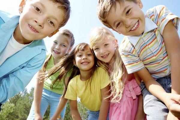 Алкоголизм и наркомания: ВЦИОМ выяснил, что россияне считают главными проблемами детей