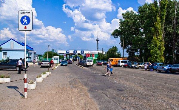 Рекордное число россиян не может покинуть страну из-за долгов
