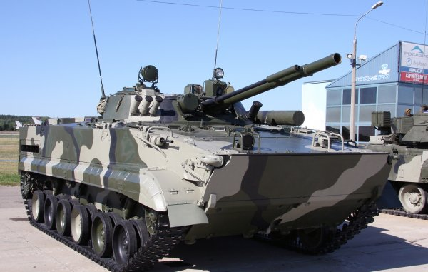 В Сети показали видео испытаний боевой машины-робота БМП-3