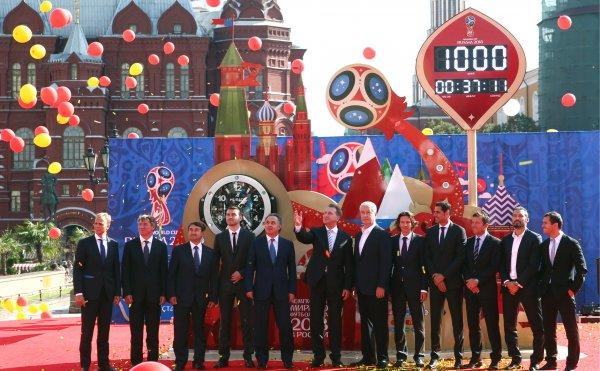 В Волгограде бизнесмена заставили снять символику FIFA с его павильона