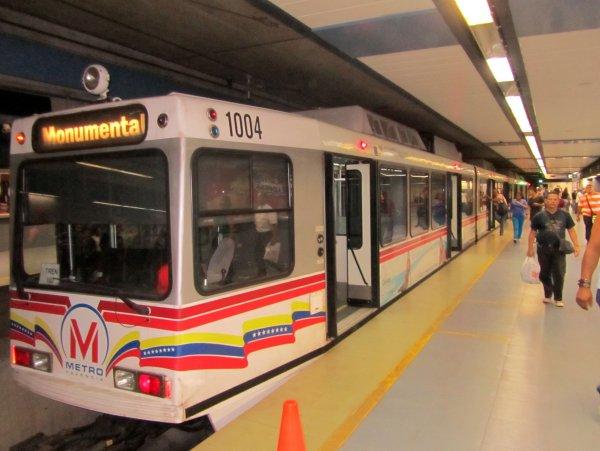 Бумажный кризис в Венесуэле сделал метро бесплатным