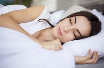 Медики рассказали, почему полезно спать с открытым окном