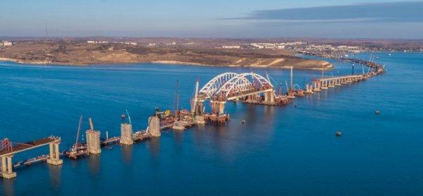 Князья Романовы испытали на прочность Крымский мост автомобилем LADA