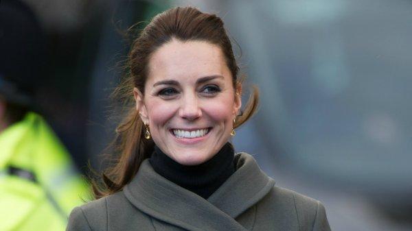 Герцогини – тоже люди: В Сеть утекли неприличные фото Кейт Мидлтон