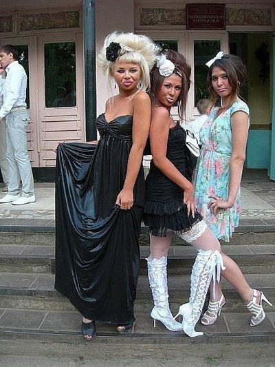 В России назвали ТОП-5 безобразных выпускных платьев