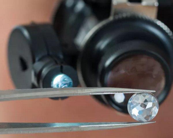 Британский эксперт рассказал об особенностях создания синтетических алмазов