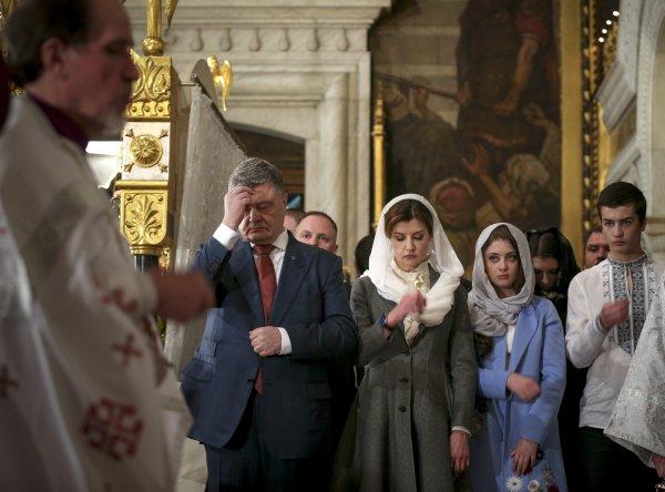 Порошенко призвал всех украинцев молиться о независимости УПЦ