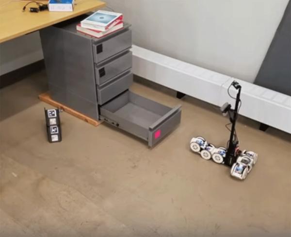 Модульный робот научился пользоваться подручными средствами, преодолевая препятствия