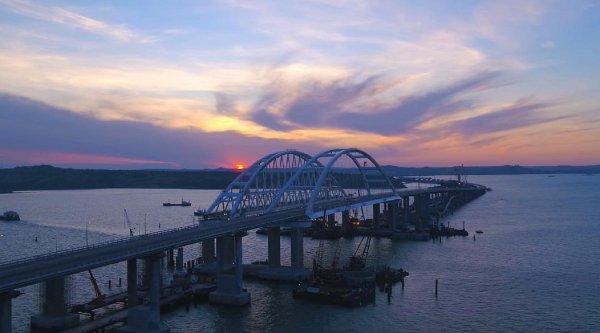 Ростовские велосипедисты прокатились по Крымскому мосту
