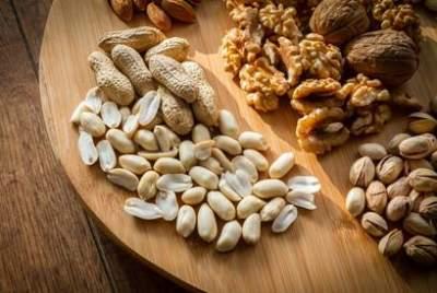 Врачи рассказали, от какой серьезной болезни защищают орехи