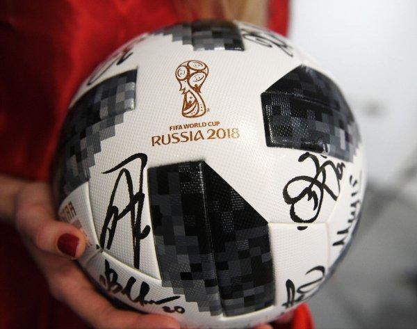 В Ростове выпустили колбасу в форме футбольного мяча