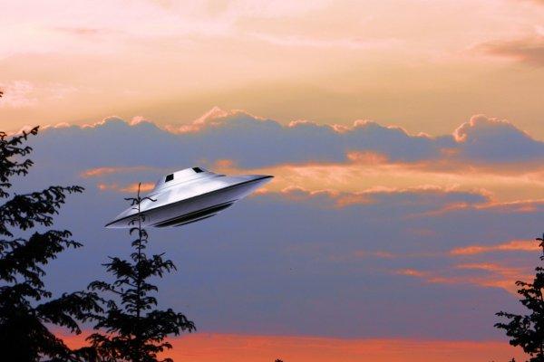 В Австралии НЛО пролетело около военно-морской базы