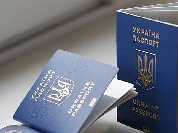 Украинцев без загранпаспорта перестали выпускать из России